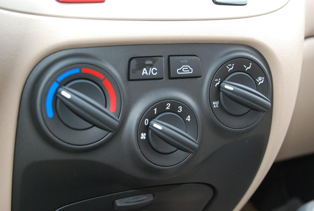 锐欧中控台空调控制键
