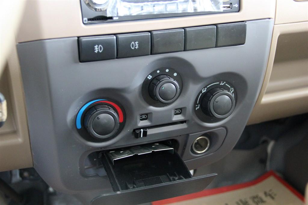 东风小康v21中控台空调控制键